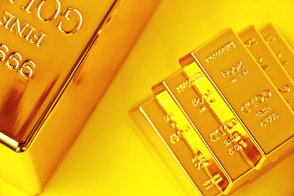 Gold Surges 7-Year- High; Traders Say Hardly Any Physical Demand