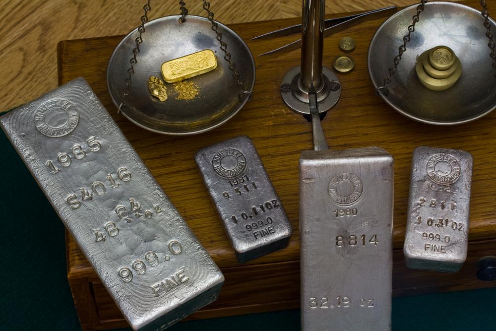 Bearish Demand Drives Gold, Silver Down