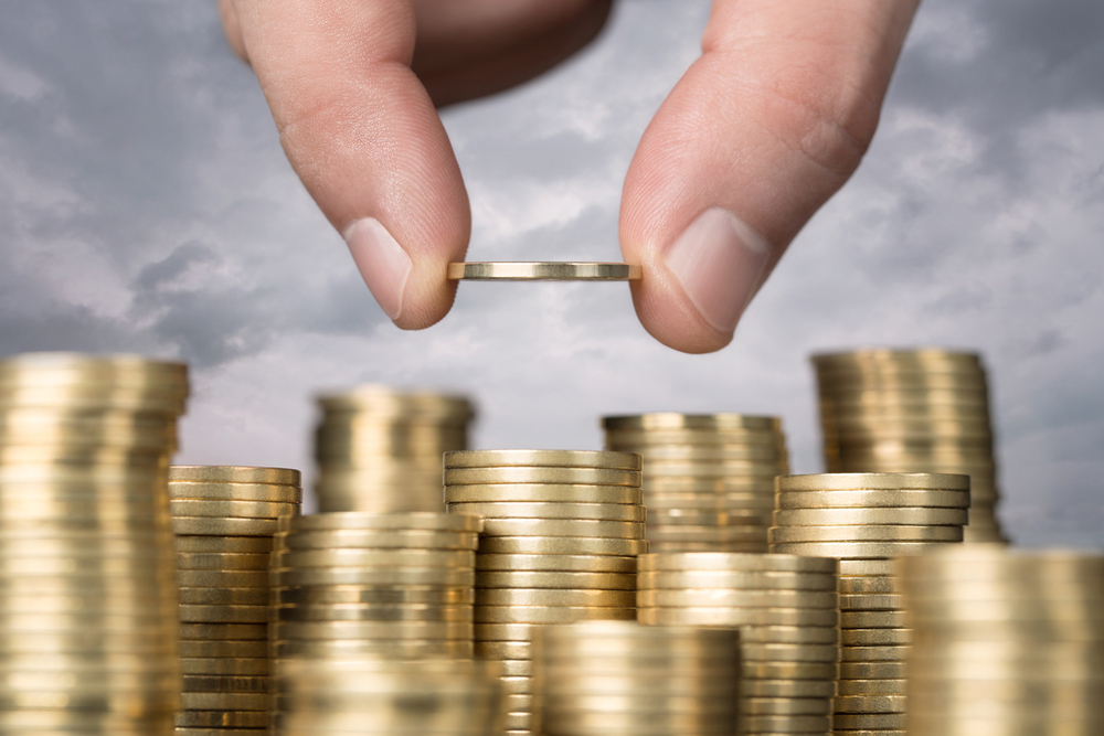With $200 Bn In Extra Savings, Lockdown Boosts Household Savings To 20-yr High: Report