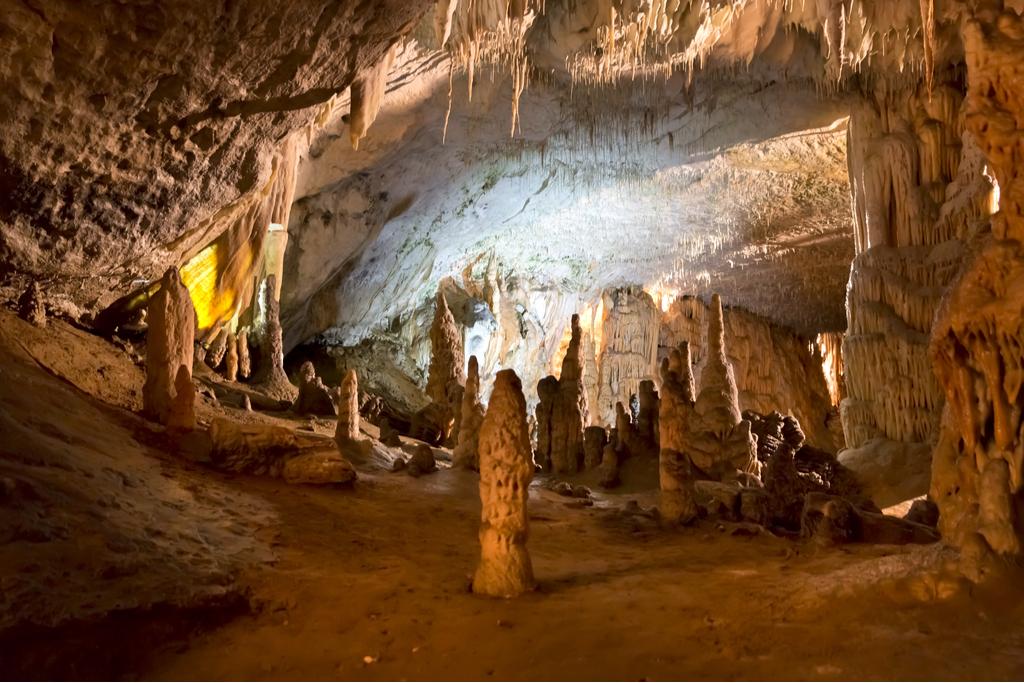 Kompleksne naravne tvorbe v Postojnskih jamah
