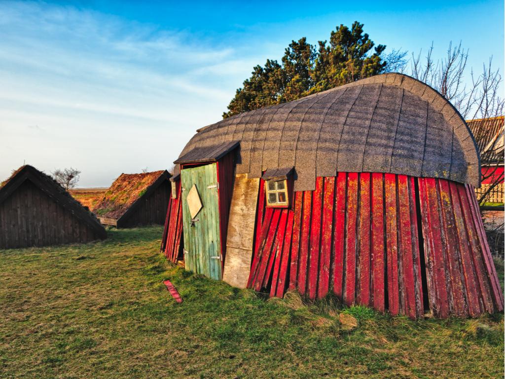Une maison traditionnelle de l'époque viking en Irlande