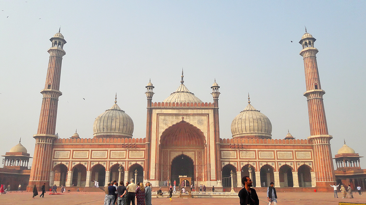 Jama Masjid: This mammoth structure was built between 1644 and 1656 by the Mughal emperor Shah Jahan. A classic example of Mughal architecture, this strategically placed mosque overlooks all of Old Delhi