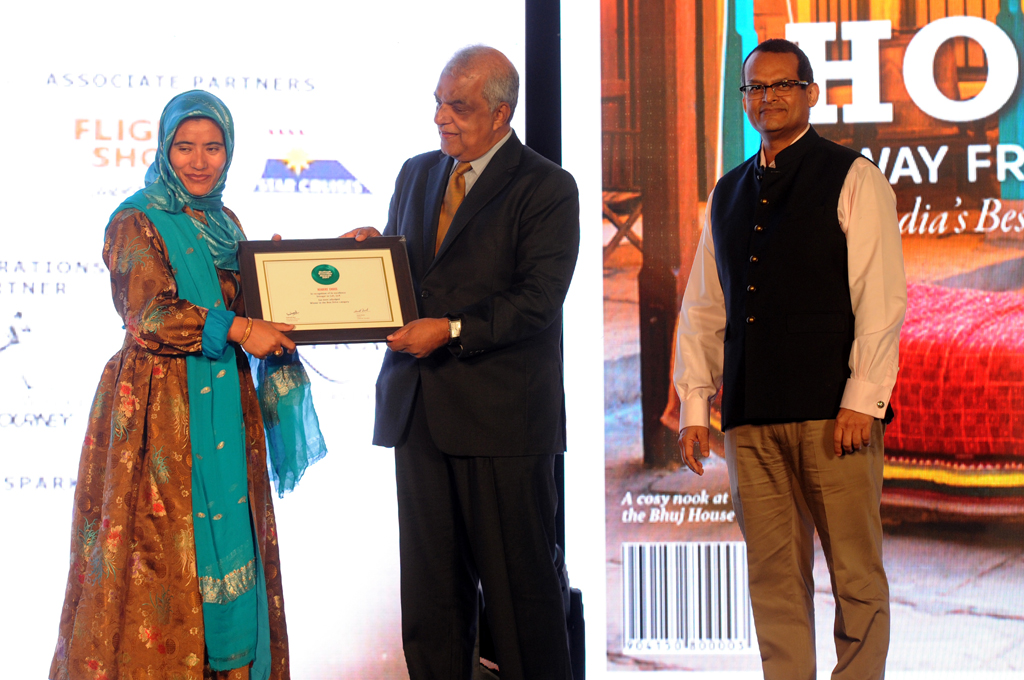 Zahida Bano, CEO, Leh Development Authority, receives the ReadersÒChoice award for Best Drive for Srinagar to Leh, Jammu & Kashmir