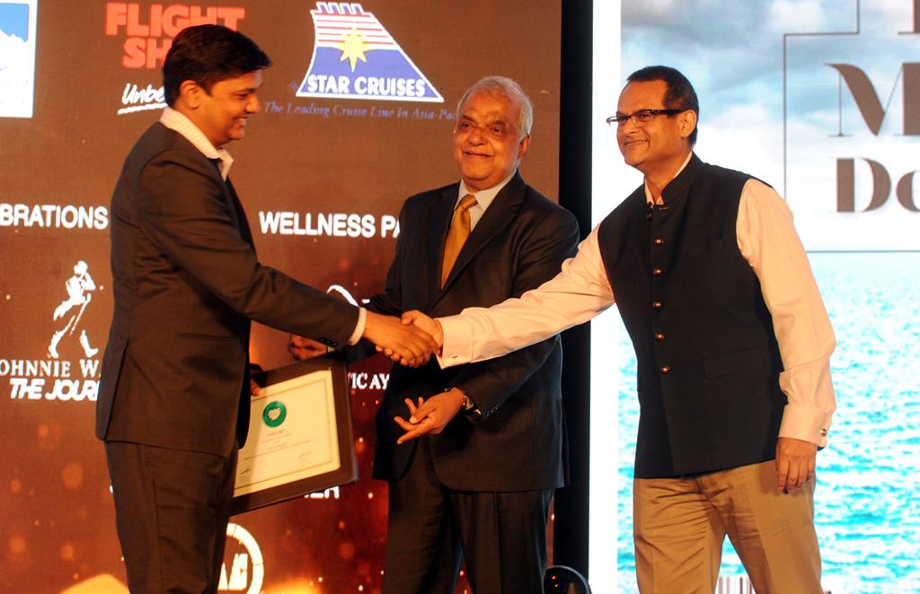 Balakiran, Director, Kerala Tourism, receives the ReadersÒChoice award for Best Destination for Wellness & Spirituality for Kerala