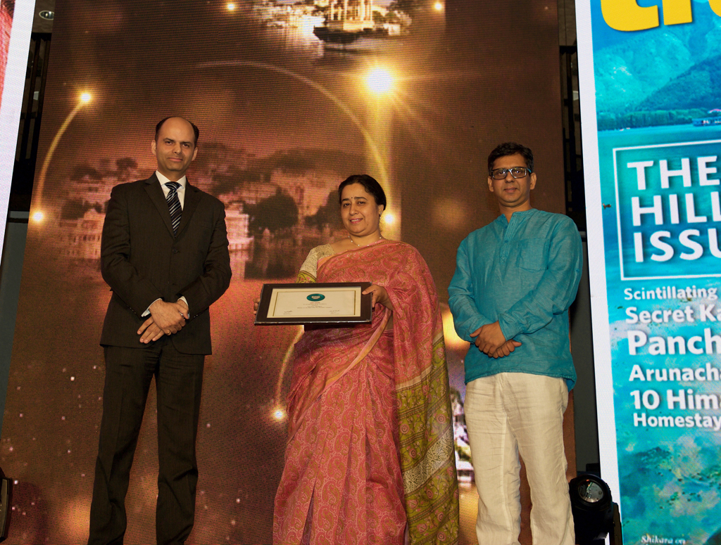 Gunjeet Kaur, Addl. Director Tourism, receives the Jury award for Best State for Tourism for Rajasthan