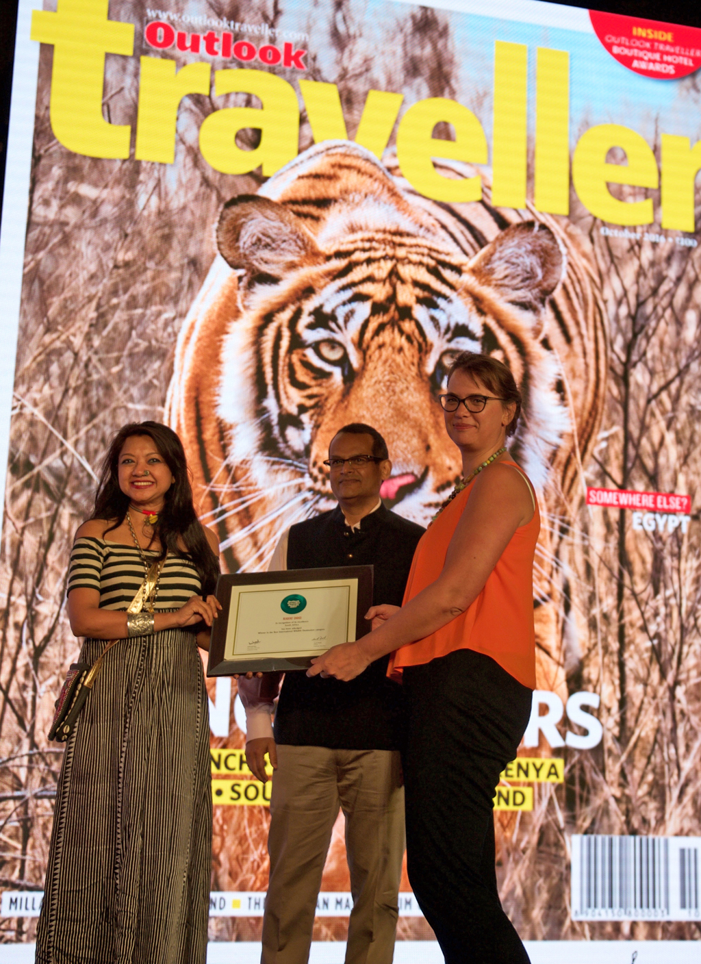 Hanneli Slabber, Country Head, receives the ReadersÒChoice award for Best International Wildlife Destination for South Africa