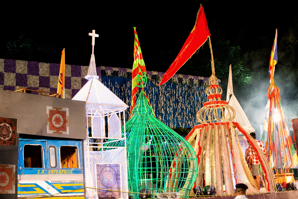 Communal harmony was a common theme across many Pujos in the city. The pandal at Rajdanga had six entrances, each representing a different faith