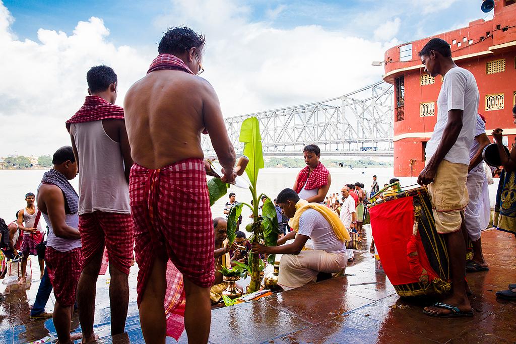 Kola Bou Snan is held at the various ghats along the Hooghly on Mahasaptami