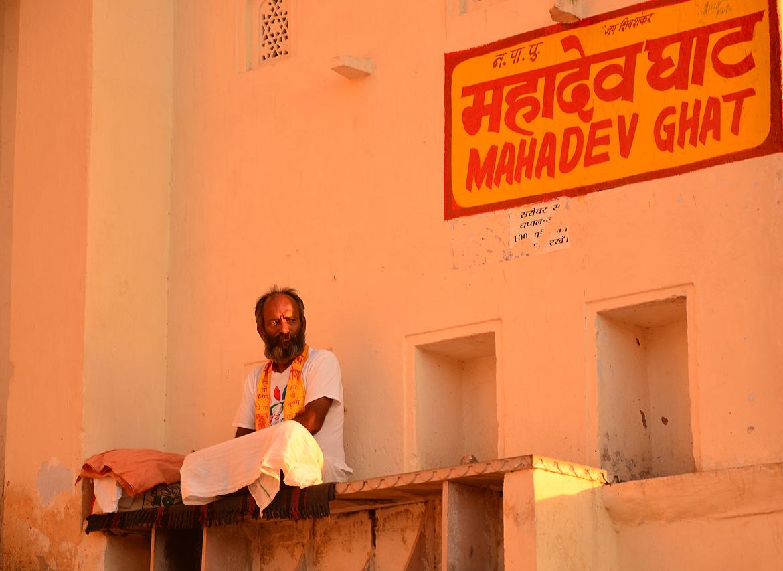 A pujari at Mahadev Ghaat