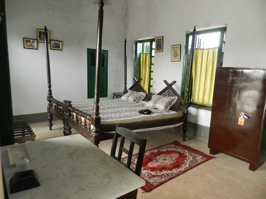 Rooms in Baithakkhana Amadpur are very spacious