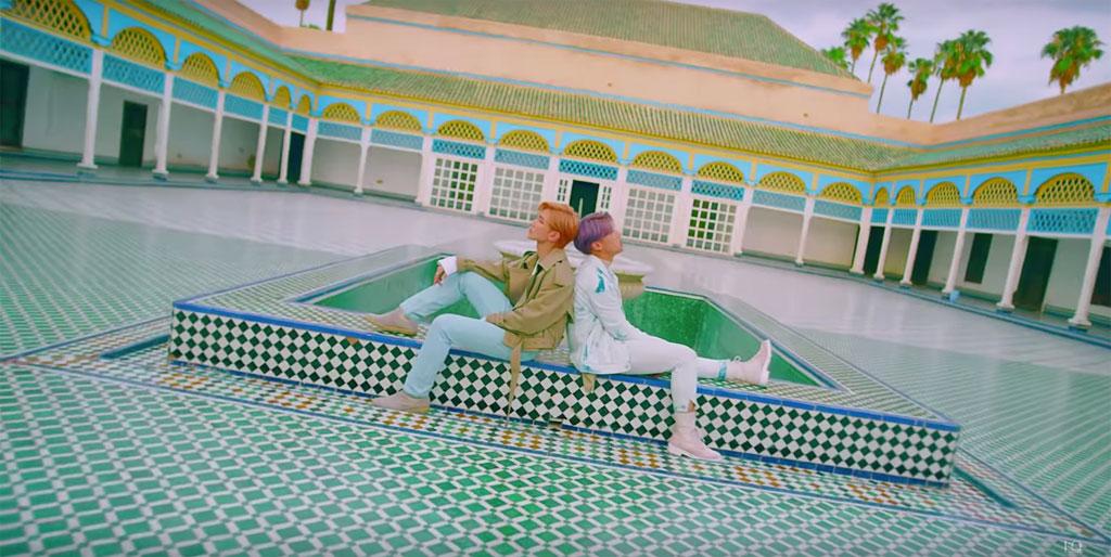 Phòng chờ của các ca sĩ ATEEZ bên trong Cung điện Bahia ở Marrakesh