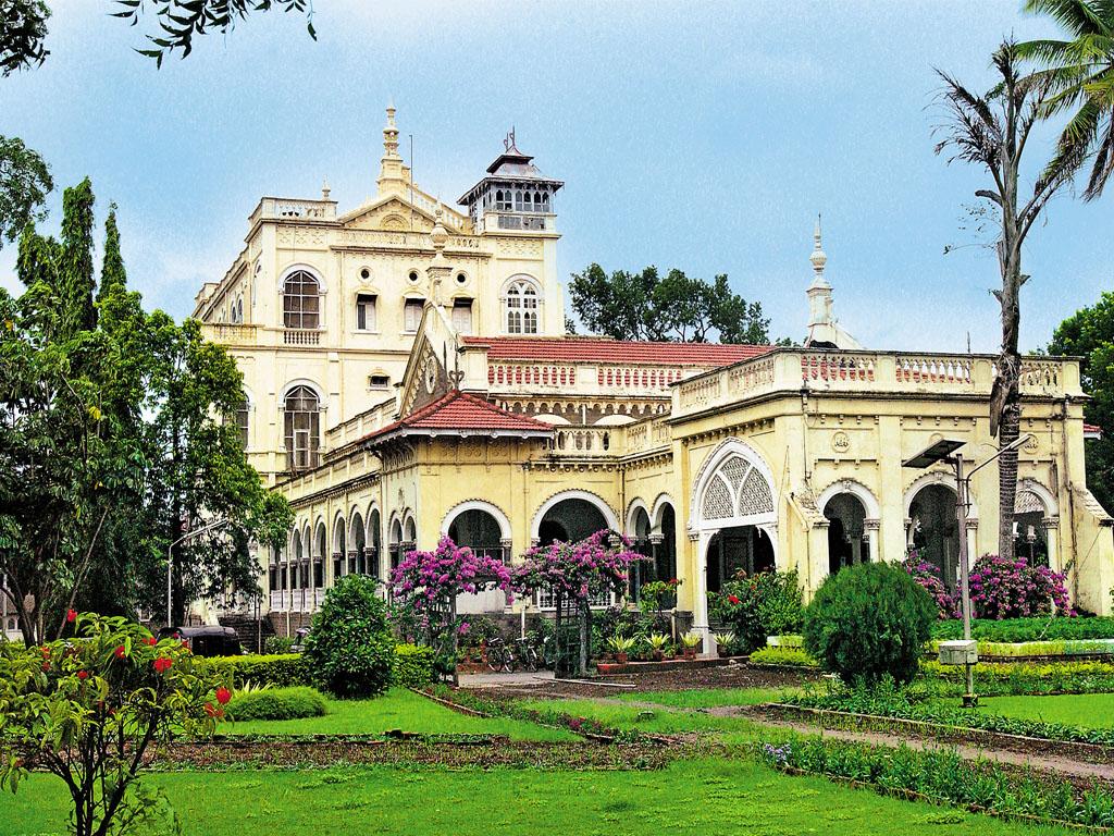 Cung điện Aga Khan lịch sử được bao quanh bởi những khu vườn xinh đẹp