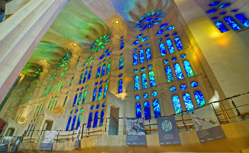 stained-glass-windows-in-the-basilica-temple-expiatori-de-la-sagrada-familia