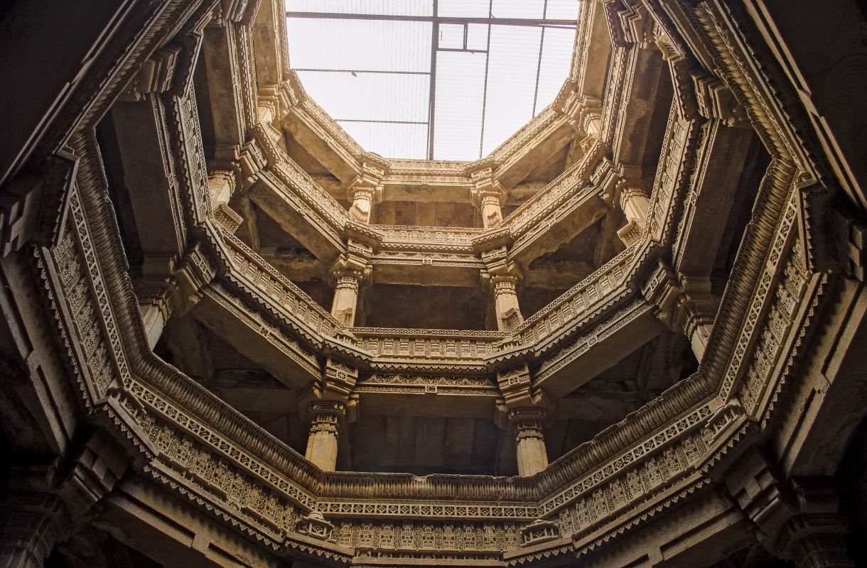A view of the Adalaj Stepwell from bottom to top