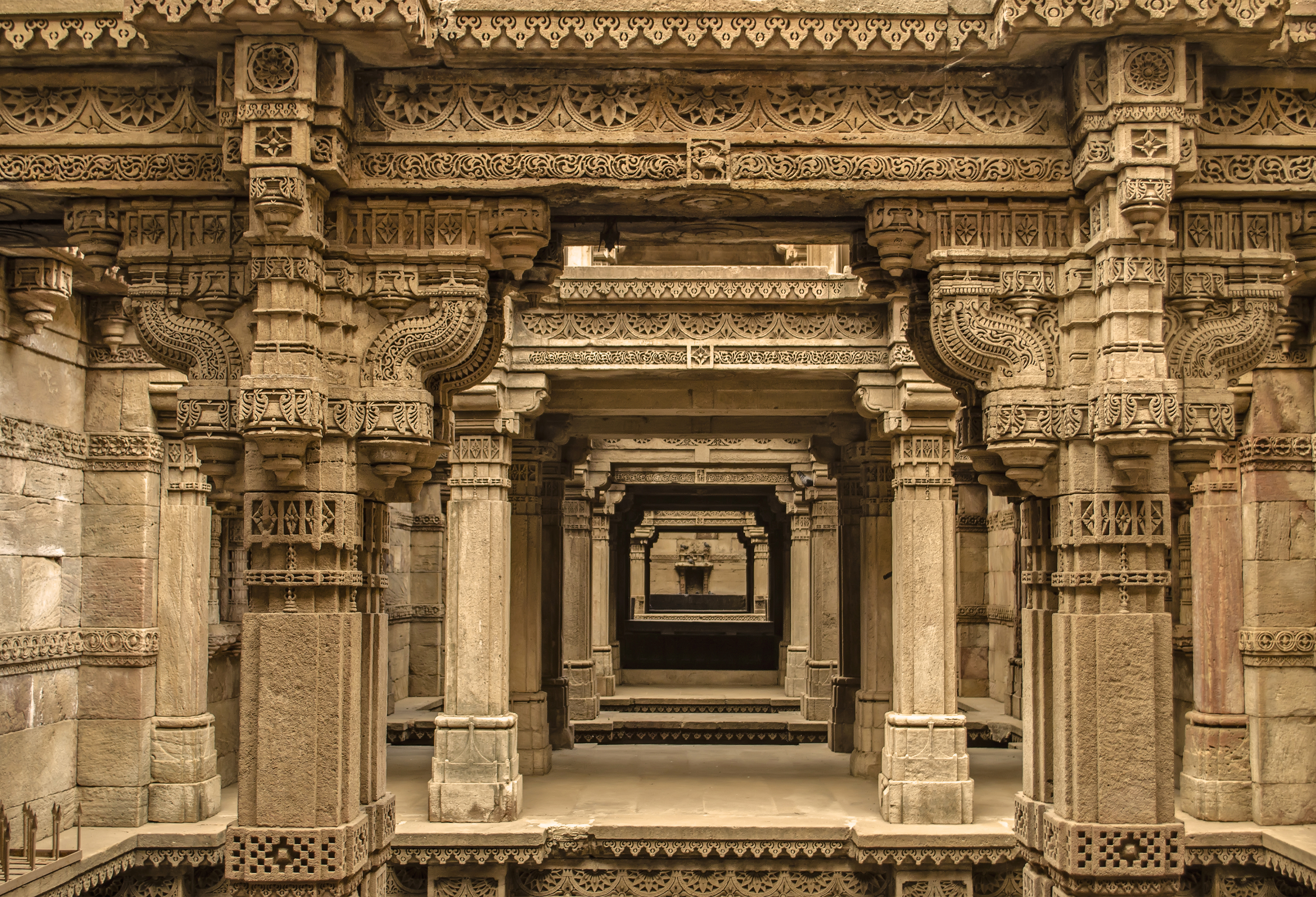 Built in 1498, Adalaj Stepwell was constructed in the memory of Rana Veer Singh, by his wife - Queen Rudadevi