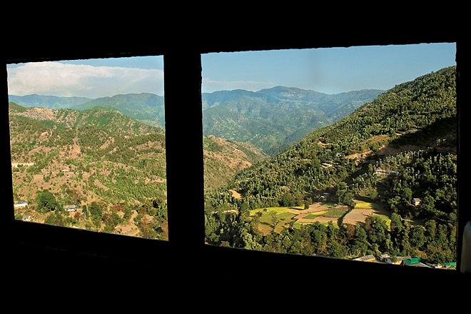 Himalayan views between Dharampur and Kumarhatti on the Kalka-Shimla Railway