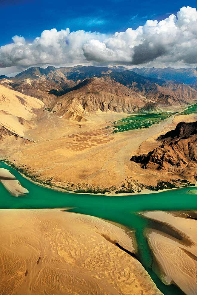 The Brahmaputra ('Yarlung Tsangpo') cuts its way through the Tibetan desert