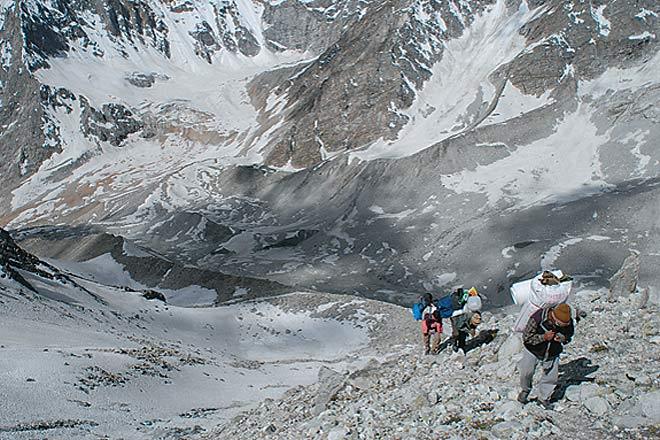 Climbing a steep gradient towards 'pass ke neeche' on day seven