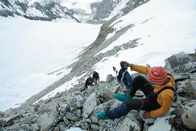 The final few steps to the Lamkhaga Pass