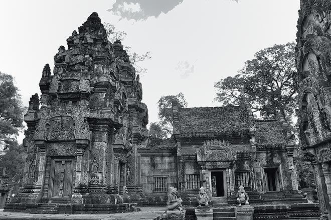 Banteay Srei: The well-preserved exteriors