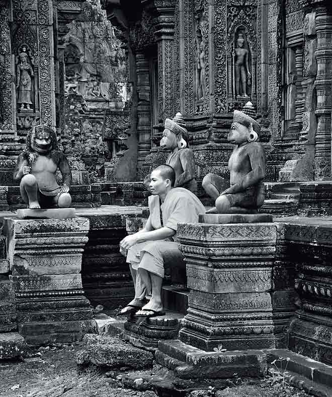 Banteay Srei: A visitor catches his breath