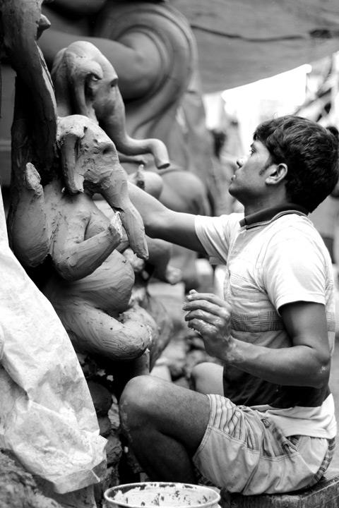 After the scorching summer and monsoon, the festivities begin with Ganesh Chaturthi in this country. Although it isn't as big in Bengal as it is in Maharashtra or some southern states, Kumartuli still serves to the demand of Ganesh idols while simultaneously working on the Durga idols.