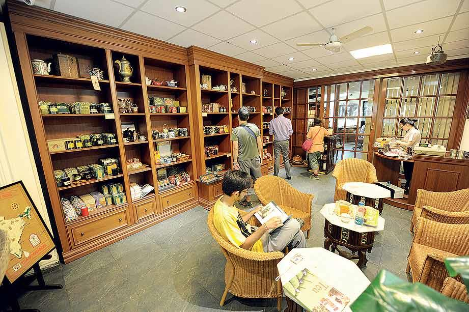 Aap Ki Pasand tea parlour in New Delhi. (From the book Chai: The Experience of Indian Tea, by Rekha Sarin and Rajan Kapoor; Published by Niyogi Books; Price Rs 1,995)