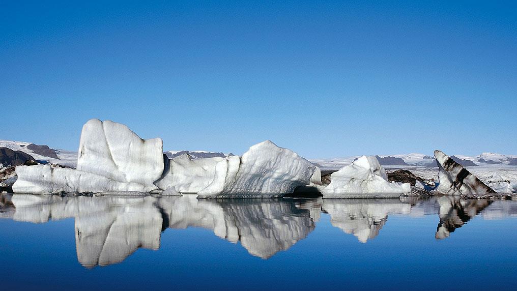 The glacial lagoon Jokulsarlon appears along Route 1