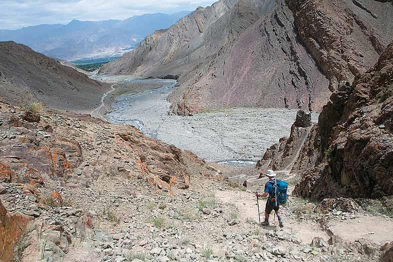 A trekker heads down to Stok village along the Stok Chu valley