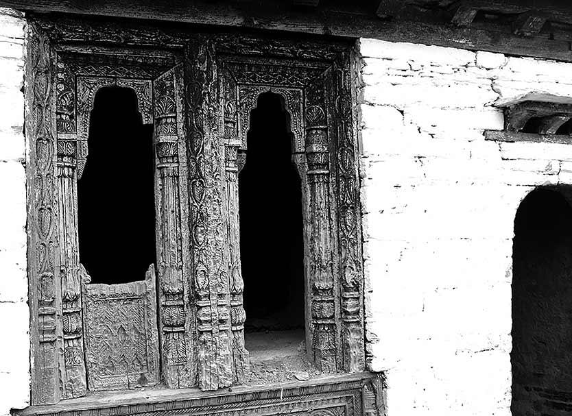 Even after almost 200 years, the striking architecture enthrals you. The Rajasthani and Mughal touches are still evident in the worn-out wood carvings.