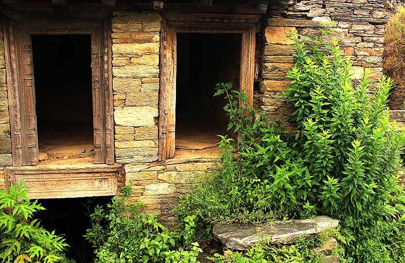 Age took its toll on the little houses, the later generations started moving up the hill in search of cultivable land, and these dwellings slowly became redundant.