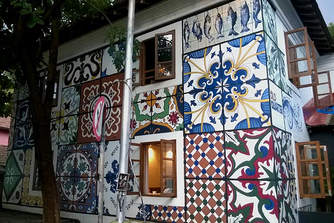 The facade of Old Quarter, a lovely little cafe and hostel for travellers. The art of painting tiles seems to have a great influence on local art in the area