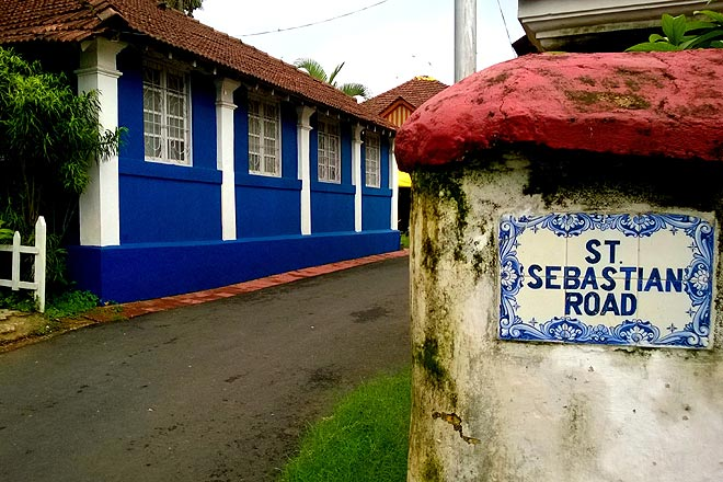 The Portuguese influence immediately asserts itself in the neatly arranged red Mangalore tiles on the roofs and the oh-so pretty blue and white Azulejo tiles at Fontainhas
