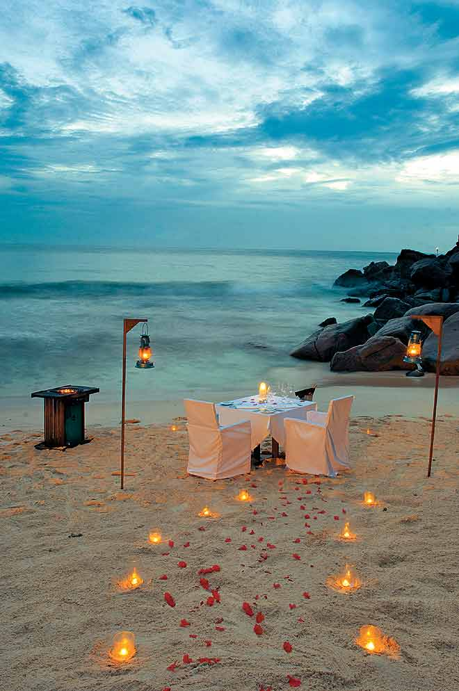 A dinner setting at Banyan Tree Seychelles Resort's Restaurant Grill on the Sands