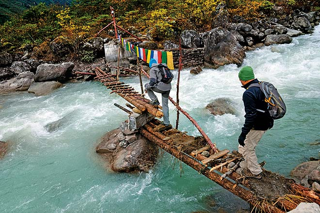 Crossing a temporary log bridge over the Lonak Chu on the way to Jakthang