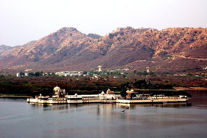 The distant hills overlook Jag Mandir