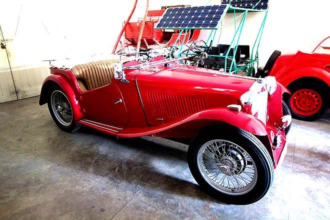 Vintage luxury on wheels