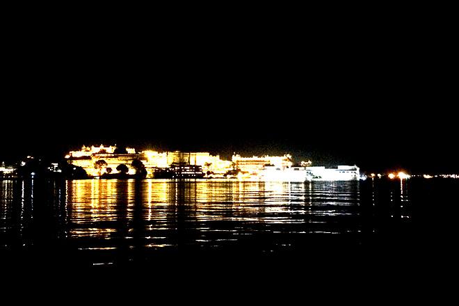 The illuminated Lake Palace twinkles like a fairlyland