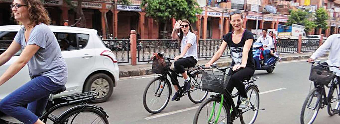 Explore The Pink City On A Cycle