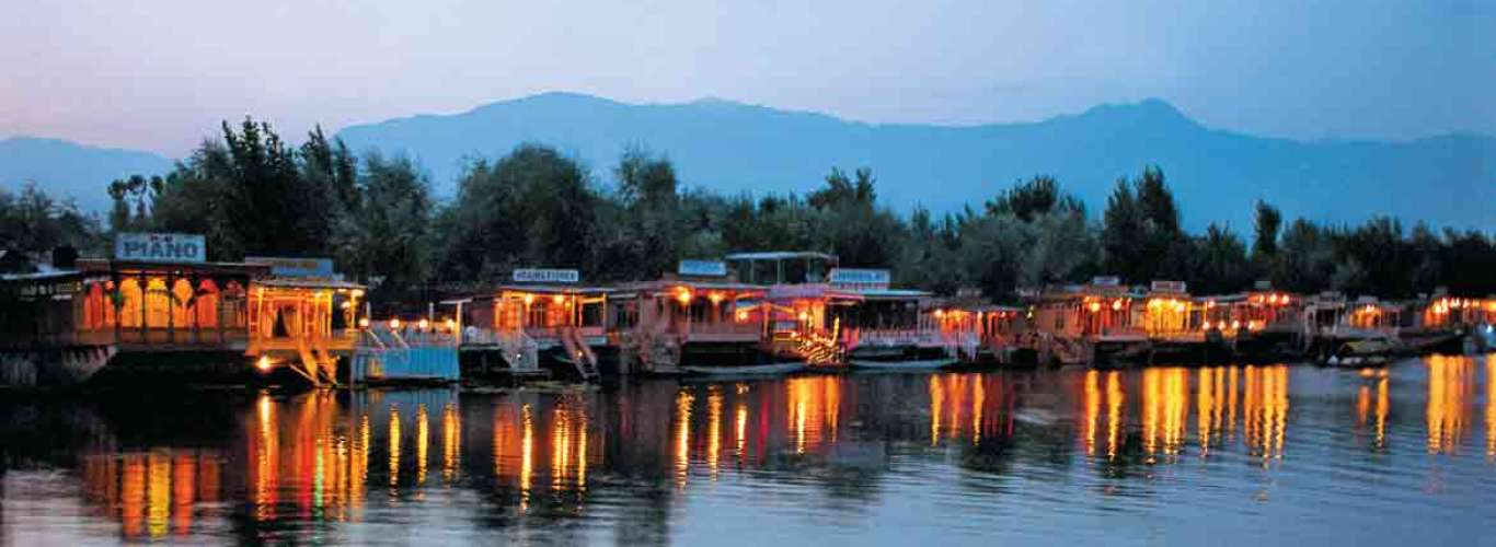 Of Wood and Water in Srinagar