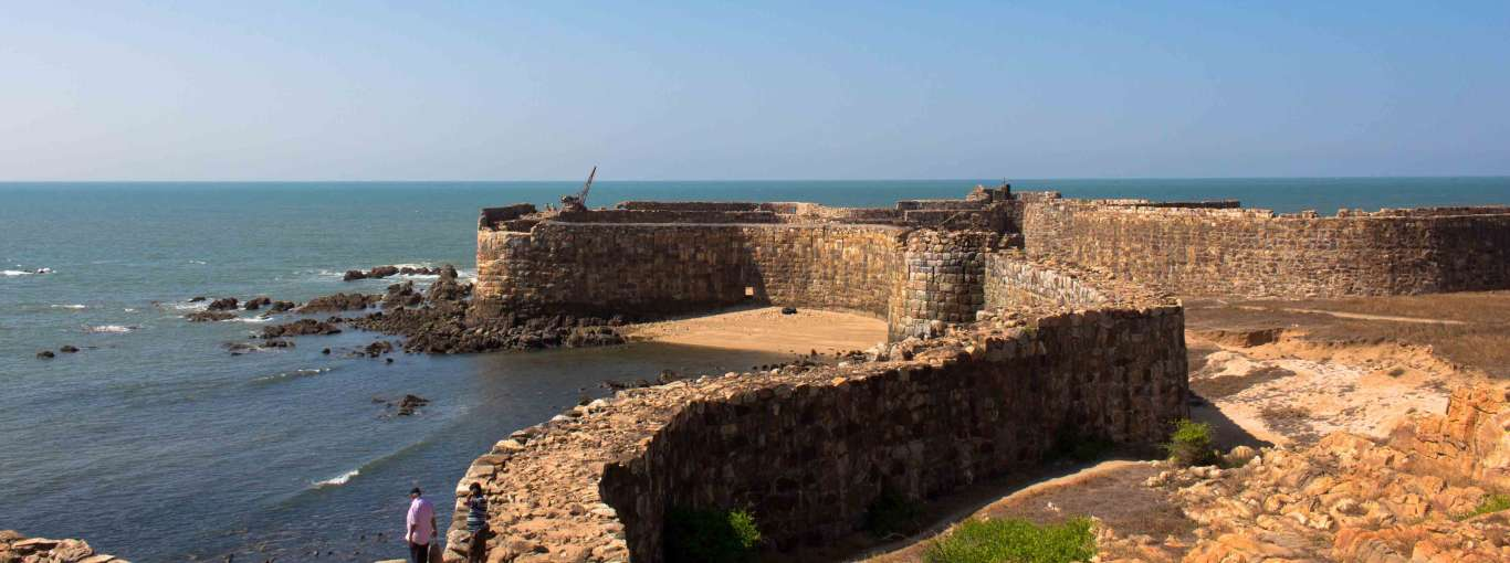 7 Stunning Water Palaces and Sea Forts in India