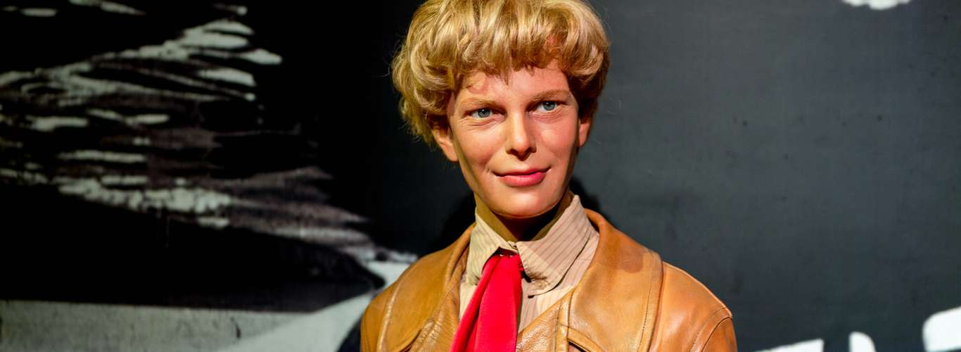 First Woman to Fly Solo: Amelia Earhart