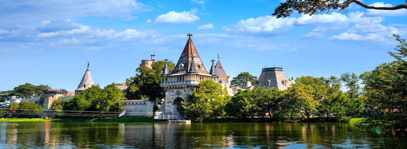 5 Castles You Can Rent For Your Next Vacay