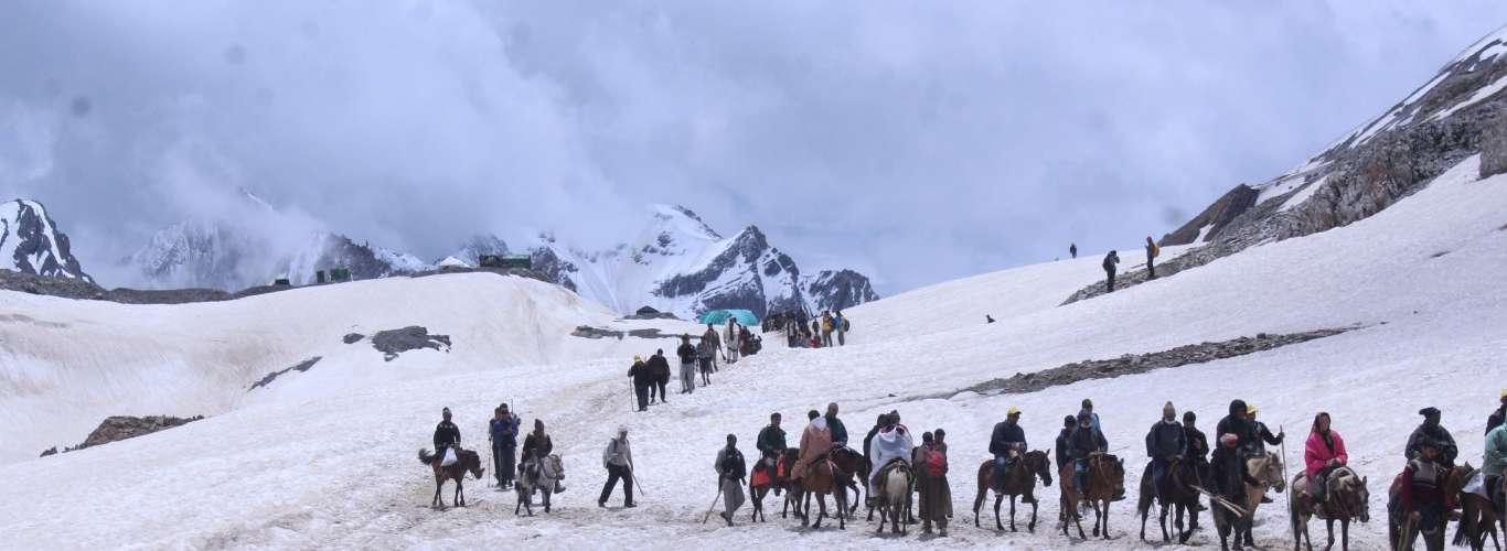 9,400 Tourists And Pilgrims Evacuated From Kashmir Valley