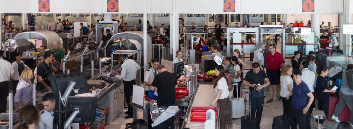 French Border Police Block Travellers at Airport under New COVID Rules