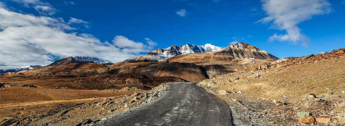 Take a Glass-Ceiling Bus between Manali and Leh for the View