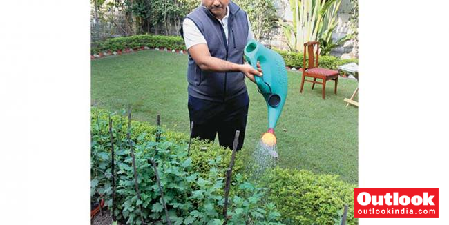 24 Hours In Life Of Anand Kumar: Golf, Kishore Kumar And Managing Jails   Outlook India Magazine