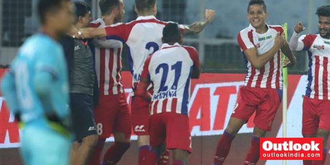 ISL: ATK Blank FC Goa 2-0, Take Top Spot