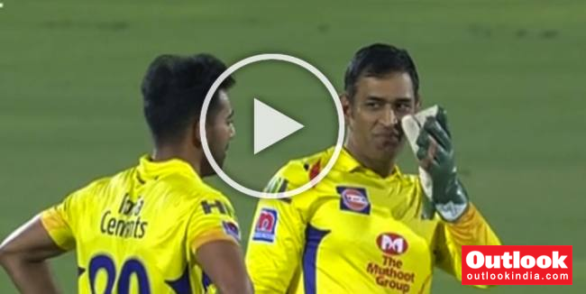 MUST WATCH: MS Dhoni Beats The Clock To Get DRS Call Right
