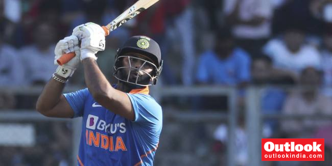 IND Vs AUS, 2nd ODI: Rishabh Pant Out, KL Rahul Takes Up Wicket-Keeping Responsibilities